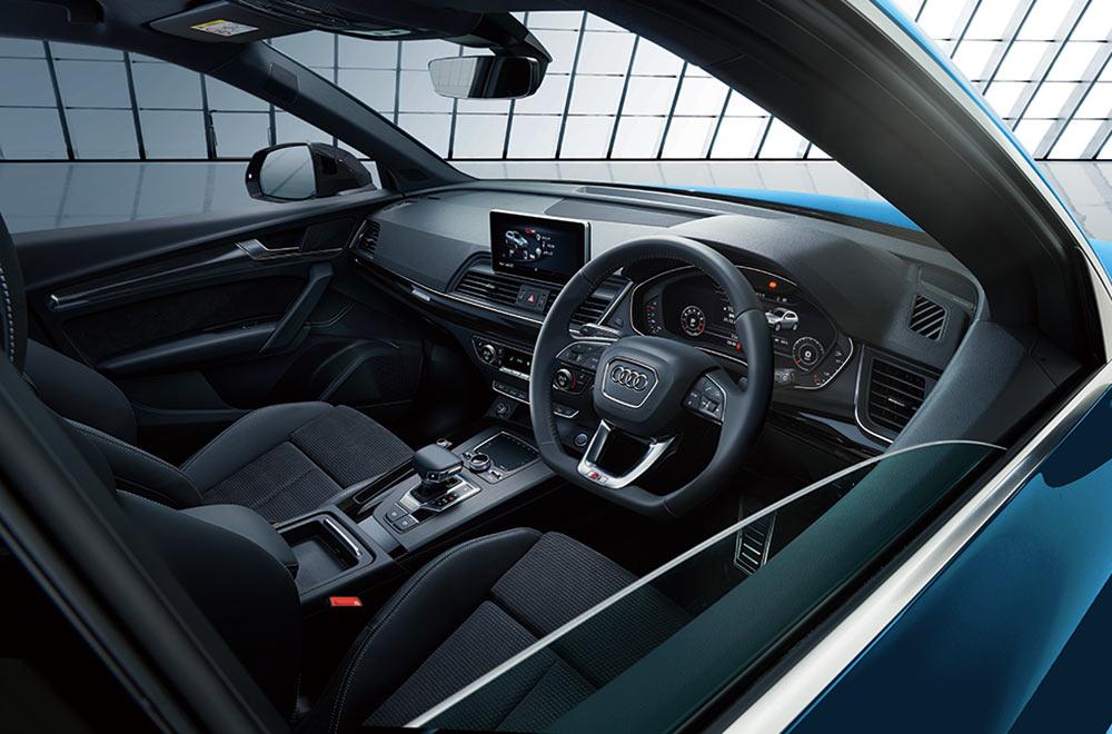 「NEW MODEL」Audi Q5の車内