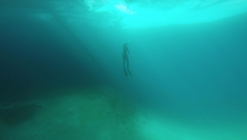 セノーテにダイビングした写真