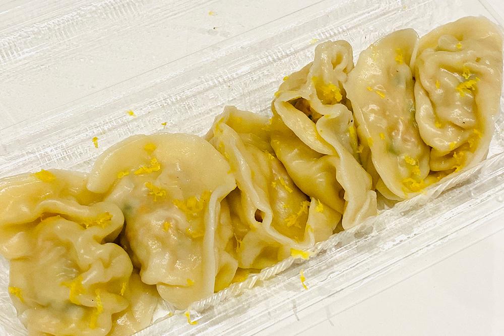 餃子のラスベガス 鮭とチーズのレモン水餃子 700円(税込)