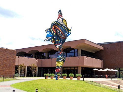 インカ・ショニバレCBE彫刻作品